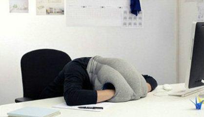 """睡觉神器""""鸵鸟枕""""随时随地想睡就睡"""