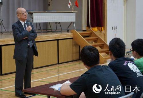 铃木章教授在会场进行演讲
